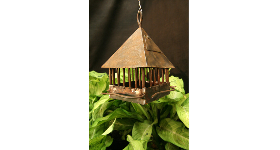 "Metal Bird House Feeder - 8"" x 15"""