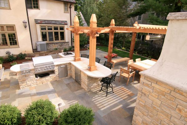 Outdoor Patio with Grill, Pizza Oven and Firepit