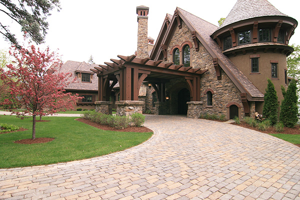 Wayzata Minnesota Paver Driveway with Reception and Covered Entrance