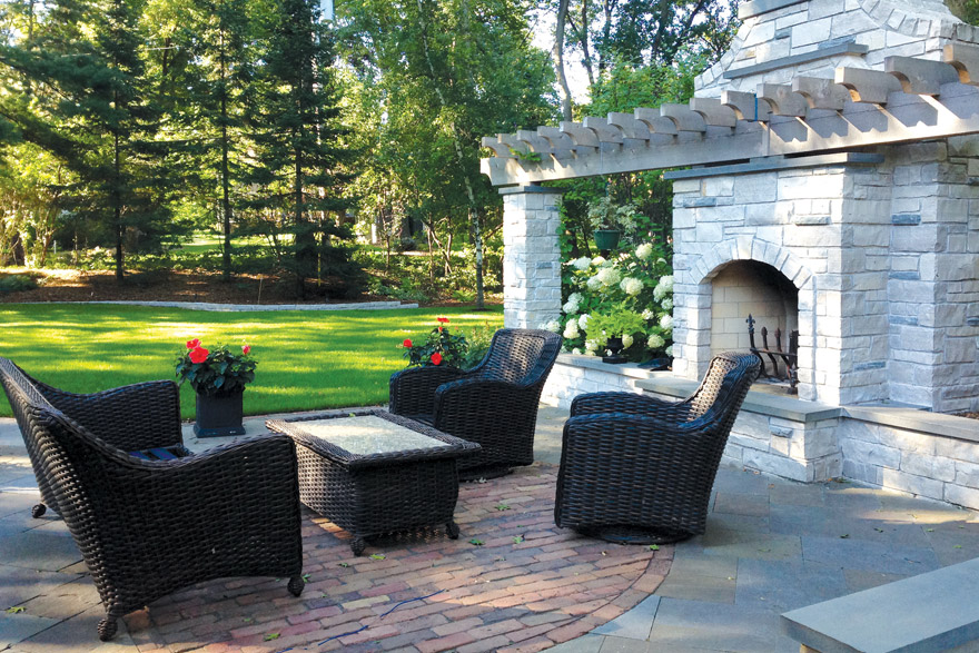 Outdoor Fire Pit and Fireplace Installation in Minneapolis-St.Paul