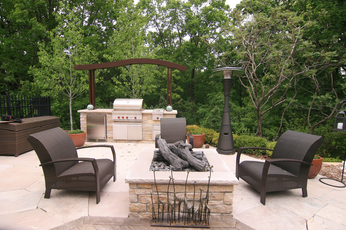 Outdoor Kitchen and Fire Pit in Wayzata, MN