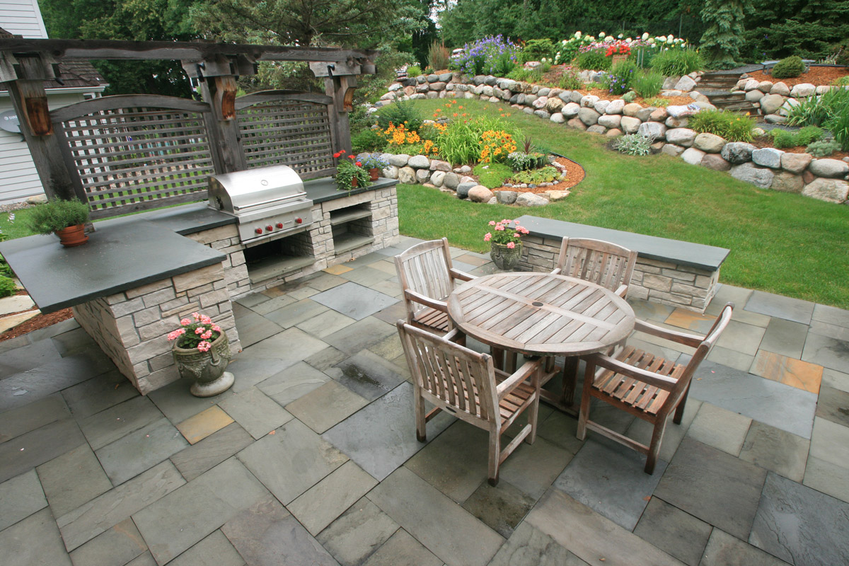 Outdoor Kitchen and Patio in Bloomington, MN